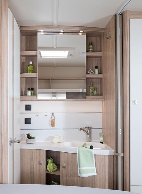 fendt caravan wohnwagen von fendt bianco activ. Black Bedroom Furniture Sets. Home Design Ideas